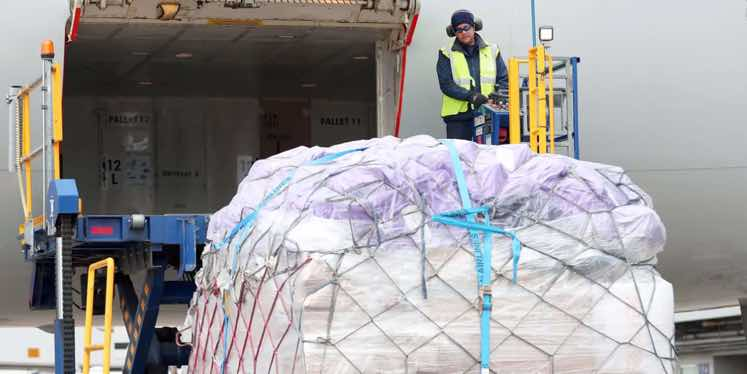 AIR-CARGO-PALLET-BEING-LOADED-FREIGHT
