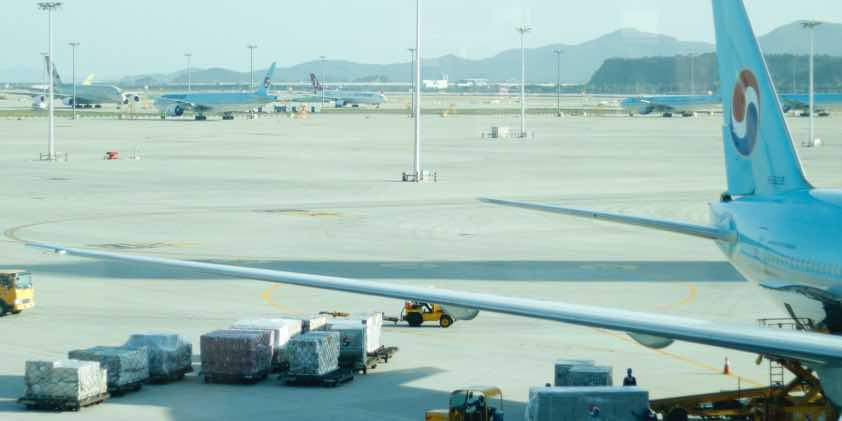 air-cargo-plane-being-loaded-korea