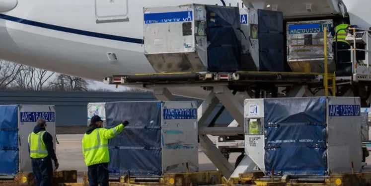 airfreight-being-laoded-in-belly