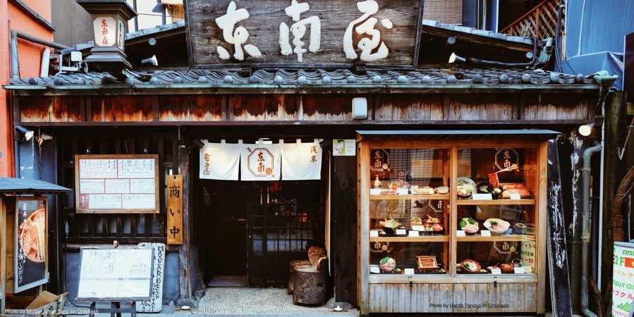japan-commerce-street-scene