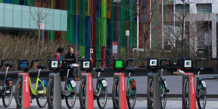 montreal-downtown-bikes-parking