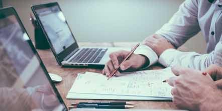 preparing-invoice-cusoms