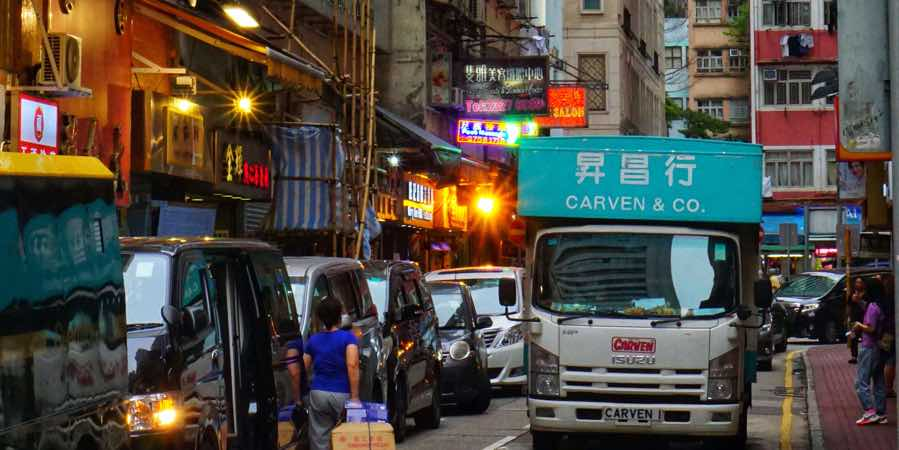 taiwan-busy-street-truck